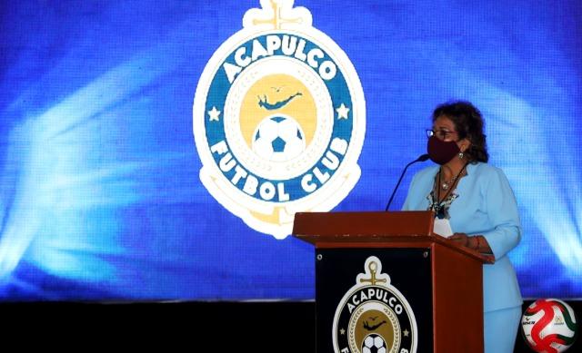 Presidenta municipal da bienvenida a equipo de futbol en Acapulco.