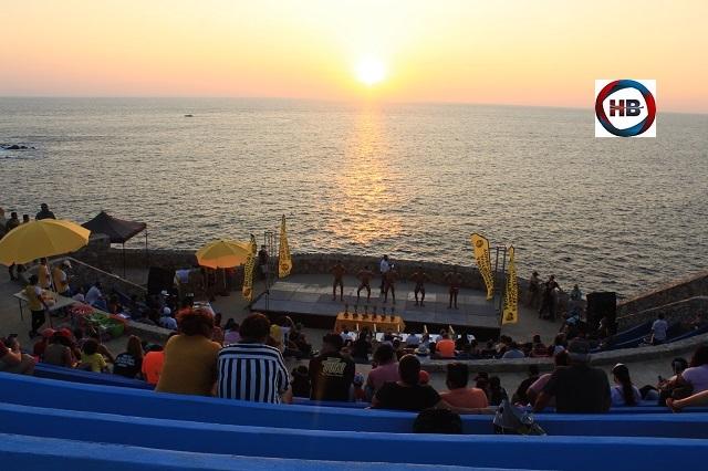"""Luz de esperanza en el """"Acapulco Elegance"""" de Sinfonía del Mar."""