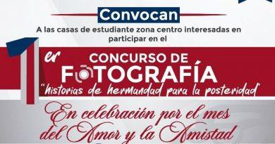 UAGro premia a ganadores de concurso de fotografía.