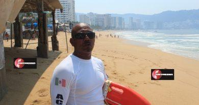 Salvavidas, los héroes anónimos en playas de Acapulco.