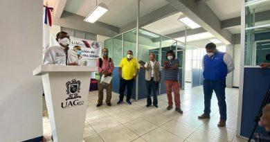 Rector universitario inaugura nuevas cabinas en Radio UAGro.