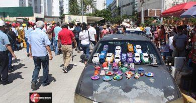 Turistas participan en simulacro de evacuación por sismo en Acapulco.
