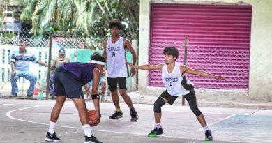 Disputan torneo juvenil de baloncesto en Tlapa.